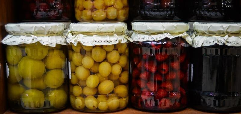 weckbokalen-gevuld-met-fruit